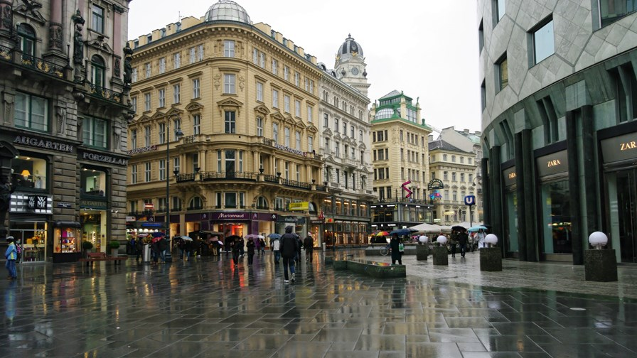Vienna has thousands of old, multi-tenant dwellings: candidates for G.fast.            via Flickr © Emmanuel Dyan (CC BY 2.0)