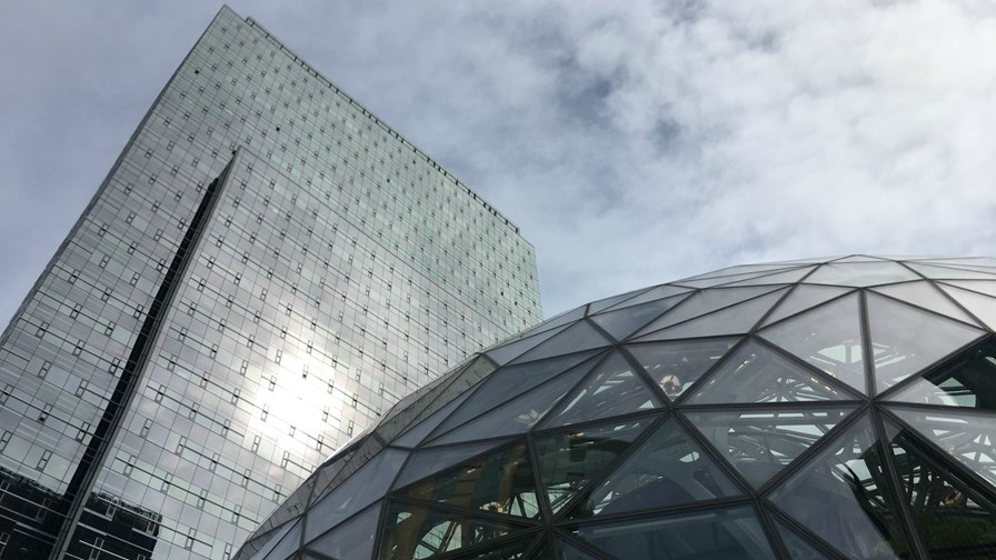 Slabs+Sphere 2, Amazon HQ   via Flickr © JoeInSouthernCA (CC BY-ND 2.0)