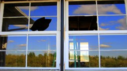 Broken Windows: Microsoft isn't big in mobile, so why did the analysts get it so wrong?