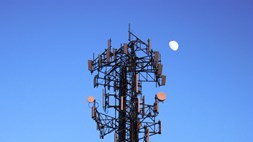 Mobile backhaul needs more dark fibre and more SDN to manage it with