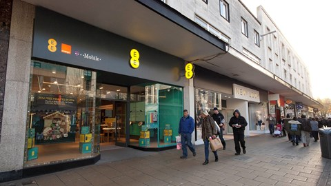 EE continues its 4G subscriber growth, but it's coming at a high cost