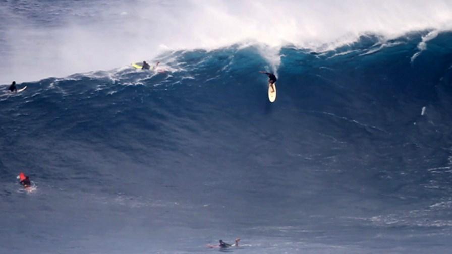 via Flickr ©  Jeff Rowley Big Wave Surfer (CC BY 2.0)