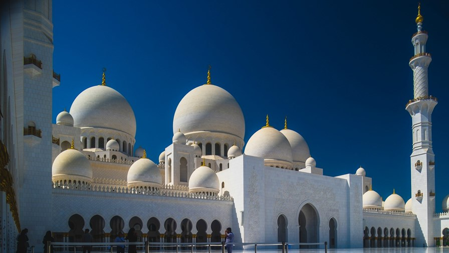 Grand Mosque, Abu Dhabi   via Flickr © Artur Malinowski (CC BY 2.0)