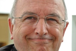 EU anti-trust chief looks set to block mobile mergers