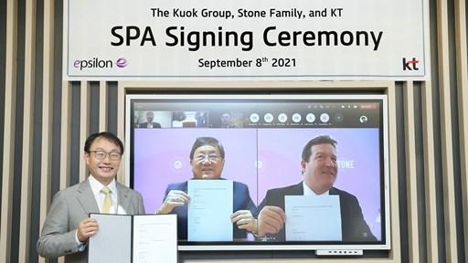 KT Corp's CEO Hyeon-Mo Ku (left), Kuok Group Chairman Ian Kuok (centre) and Stone Family managing partner Andrew Jonathan (right)