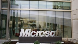 Microsoft drifts towards the cloud