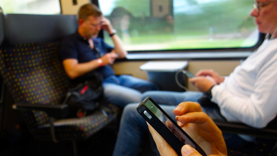 smartphones on train flickr