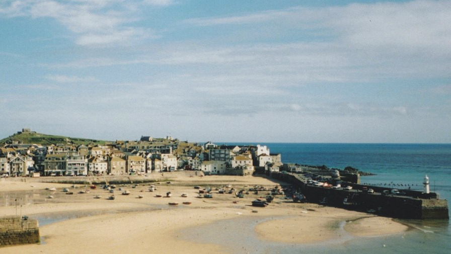 St Ives harbour by John Stratford © flickr (CC BY 2.0)