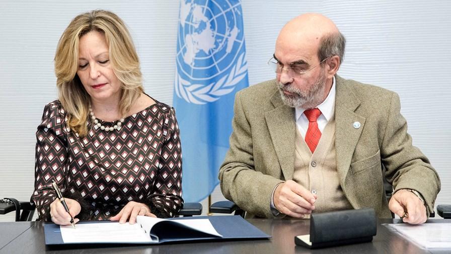 Telefónica's Trinidad Jiménez (left) and FAO Director General, José Graziano da Silva © UN FAO/Giuseppe Carotenuto