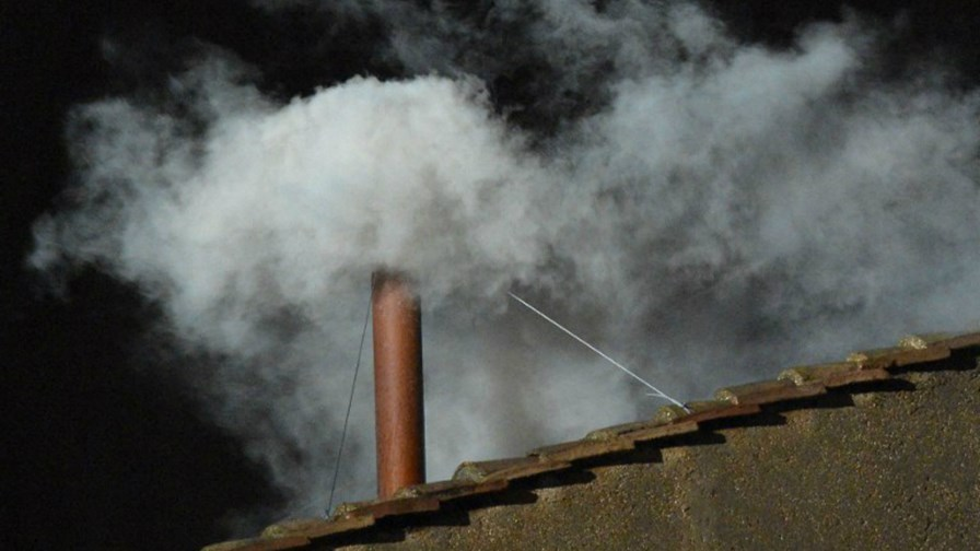 Smoke from the Vatican chimney        via Flickr © Diario Critico Venezuela (CC BY 2.0)