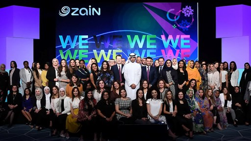 Zain Group CEO Bader Al-Kharafi and employees in Kuwait © Zain